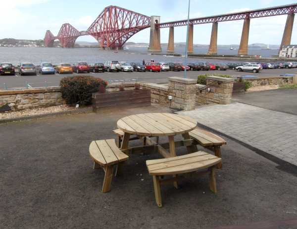 Atholl Compact 8 Round Picnic Table