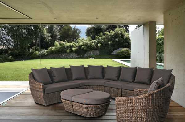 Exceptionnel Light Brown With Taupe Cushions